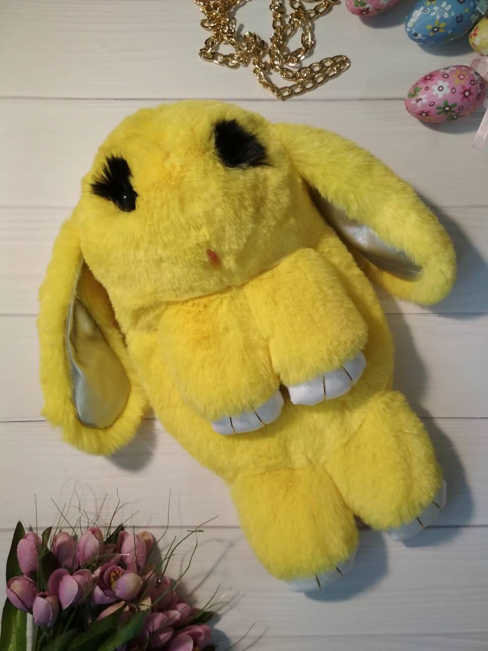 Меховая сумочка-рюкзак зайчик желтого цвета