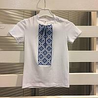 Детская вышитая футболка для мальчика с голубой вышивкой