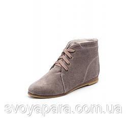 Женские бежевые демисезонные ботинки из натуральной замши с шнуровкой на подошве с низким каблучком