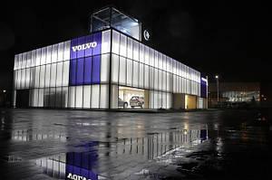 VOLVO использовали светильники LedLife для освещения своего автосалона.