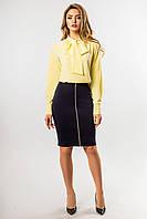 Элегантная офисная желтая блузка с галстуком-бантом и длинными рукавами