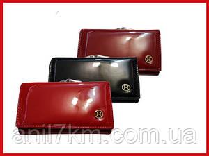 Жіночий невеликий лаковий гаманець всередині шкіра