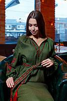 Женское платье с бордовой вышивкой