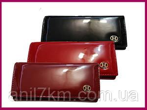 Жіночий лаковий гаманець на магніті,всередині шкіра