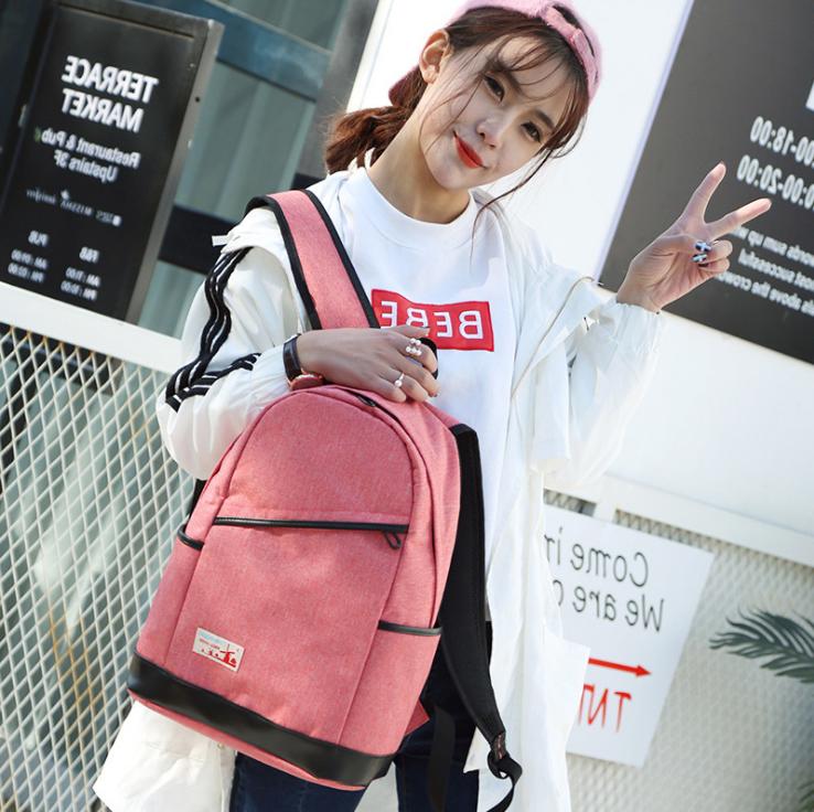 Рюкзак жіночий з замочком навскіс попереду Рожевий