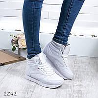 Высокие кроссовки белого цвета