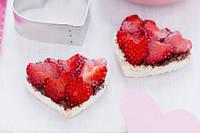 Сердечки с шоколадом и клубникой на День Валентина