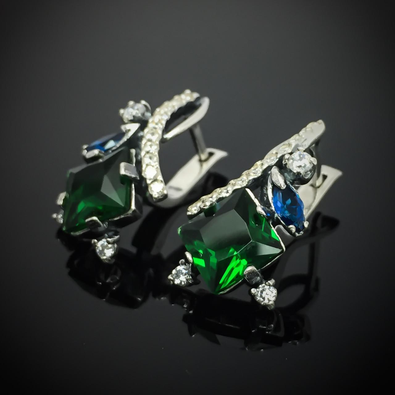 Серебряные серьги со вставками из цветных фианитов, 30 камней