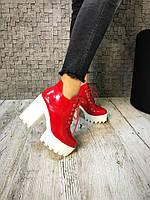 Женские демисезонные ботильоны красные на шнурках.Эко лак, внутри флис.