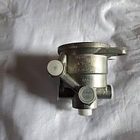Кран тормозной (воздухораспределитеь) тракторного прицепа.
