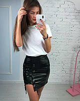 Модная короткая кожаная юбка на шнуровке