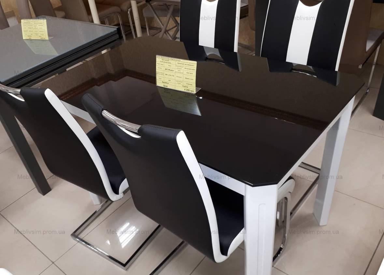Стол на кухню стеклянный на деревянных ножках ДКС Модерн Антоник, цвет на выбор