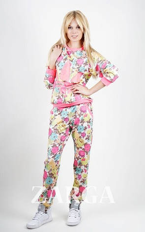 """Женский спортивный костюм """"Adidas"""" в цветочек с неоновым розовым накатом, фото 2"""