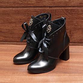 80081| Женские ботильоны-демисезонные на высоком каблуке и молнии. Черные из натуральной кожи с ленточкой