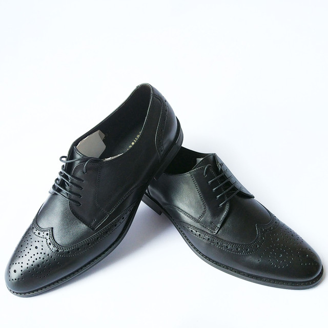 Купить мужские туфли броги кожаные черного цвета с перфорацией на шнуровке от фабрики Ikos