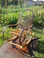 Разброчное кресло-качалка из ротанга
