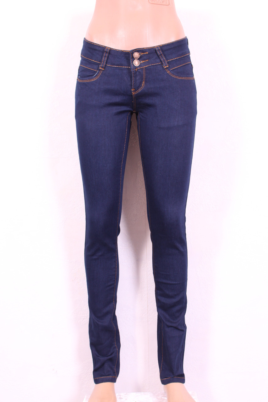 Женские  зауженные джинсы  без потертостей