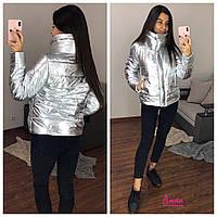 Женская серебрянная куртка Металлик с воротником-стойкой tez640169