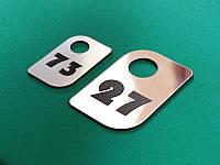 Номерок из двухслойного пластика 30х50 мм, односторонний (Кольцо: Без кольца для ключей;  Цвет: Белый/черный;), фото 1