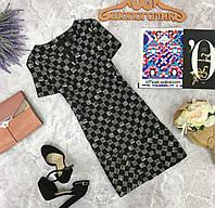 Деликатное платье из плотной ткани с коротким рукавом.  DR180769