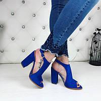 Женские замшевые босоножки со вставками силикона  электрик на каблуках