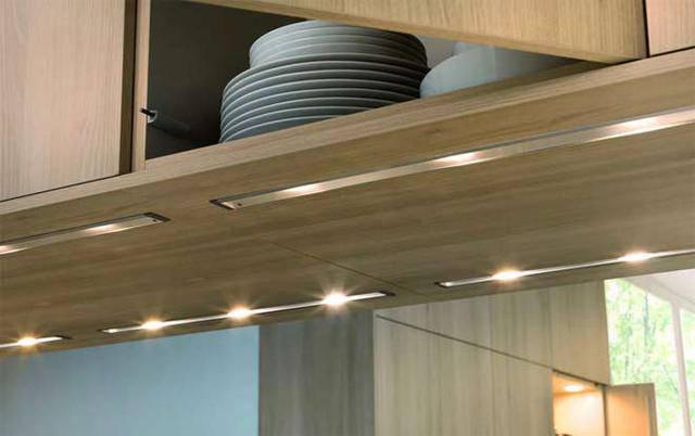 Подсветка кухонного стола: варианты решения проблемы.
