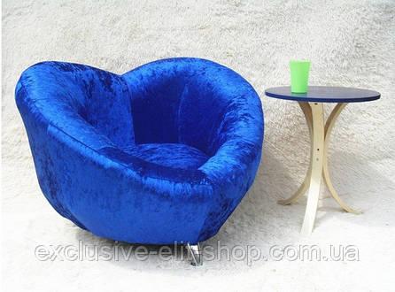 Кресло виде сердечка