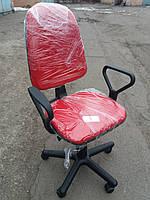Кресло офисное б/у. Ткань офисная. Цвет:красный