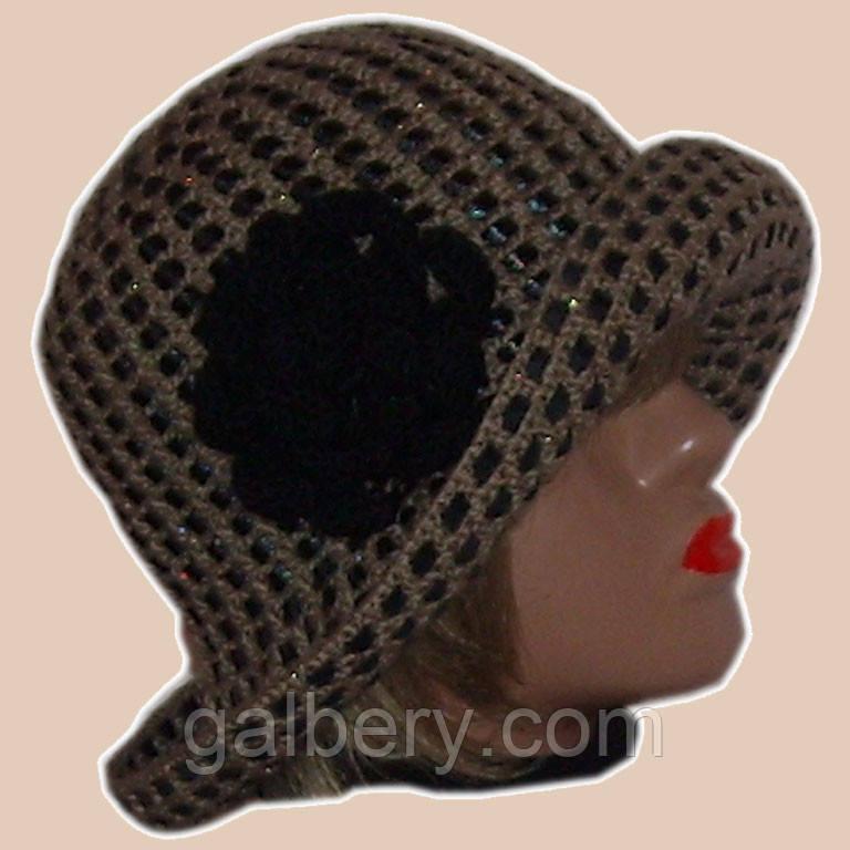Вязаная женская шляпка верблюжьего цвета c элементами кожи