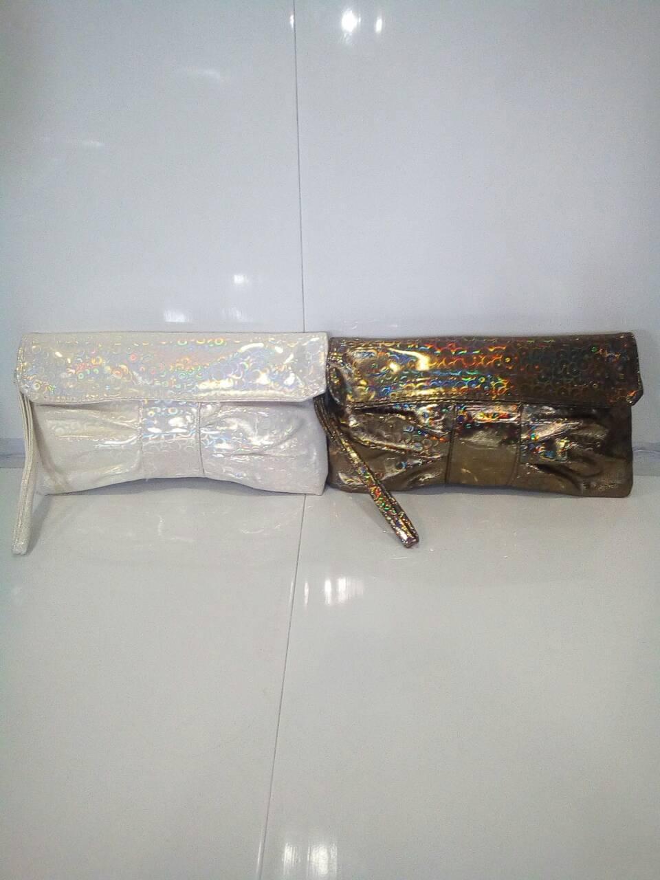 Стильный женский клатч с золотистым оттенком