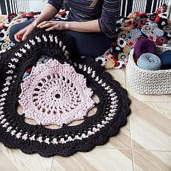 Вязаный ажурный коврик