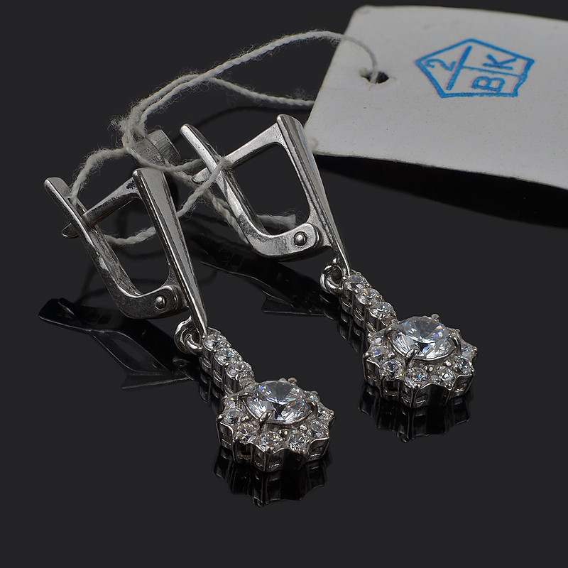 Серебряные серьги подвески с фианитами