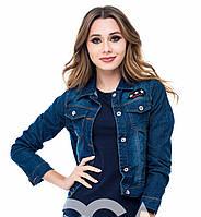 Женская укороченная синяя джинсовая куртка
