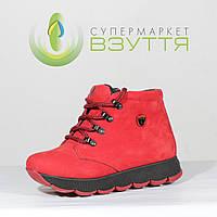 Красные женские ботинки на шнуровке