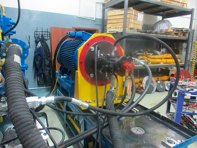 Ремонт гидравлики насос гидравлический на стенде для испытаний