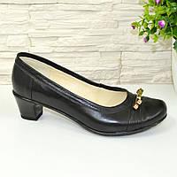 Туфли женские кожаные на маленьком каблуке декорированы бантиком, 37 размер.