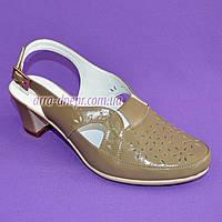 Женские кожаные босоножки с закрытым носочком, невысокий каблук. Цвет визон. 39 размер