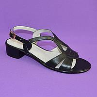 Женские черные  кожаные босоножки на невысоком каблучке. 37 размер