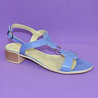 Женские босоножки из натуральной кожи голубого цвета, на маленьком каблучке. 38 размер