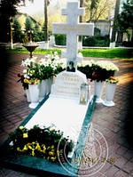 Крест православный из белого и зеленого мрамора в храм