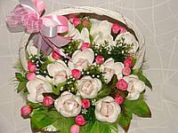 """Белые крокусы из конфет в белой корзине""""Милая леди""""№15"""
