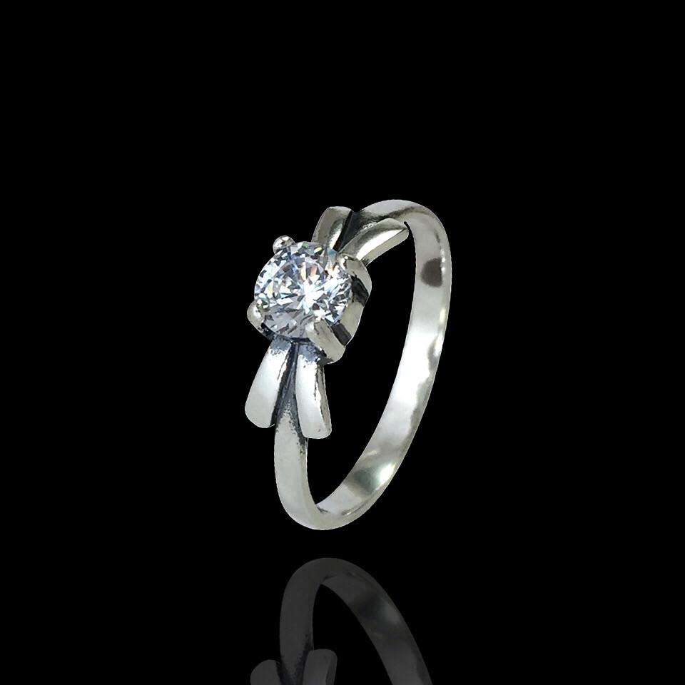 Срібне кільце з каменем Бантик