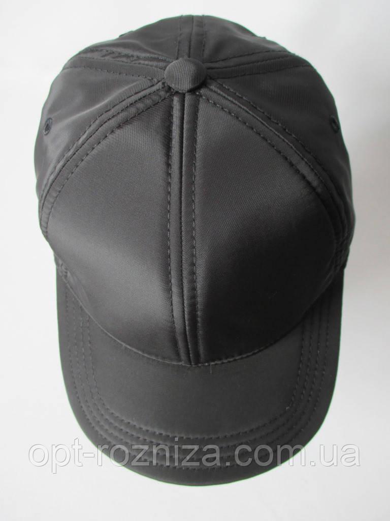 Бейсболка мужская черного цвета.