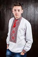 Вышитая мужская сорочка с красным орнаментом