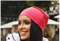 Яркая коралловая женская шапка из трикотажа