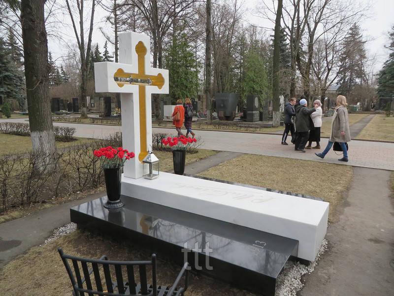 Мраморный крест с просветом № 13