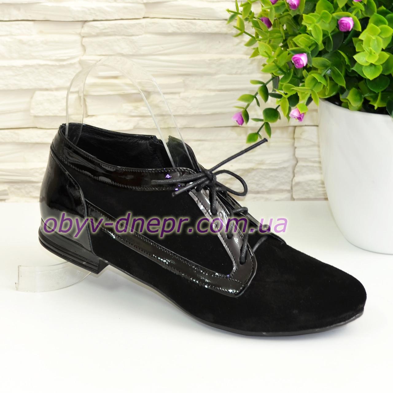 Туфли женские закрытые замшевые на шнуровке с вставками из лаковой кожи