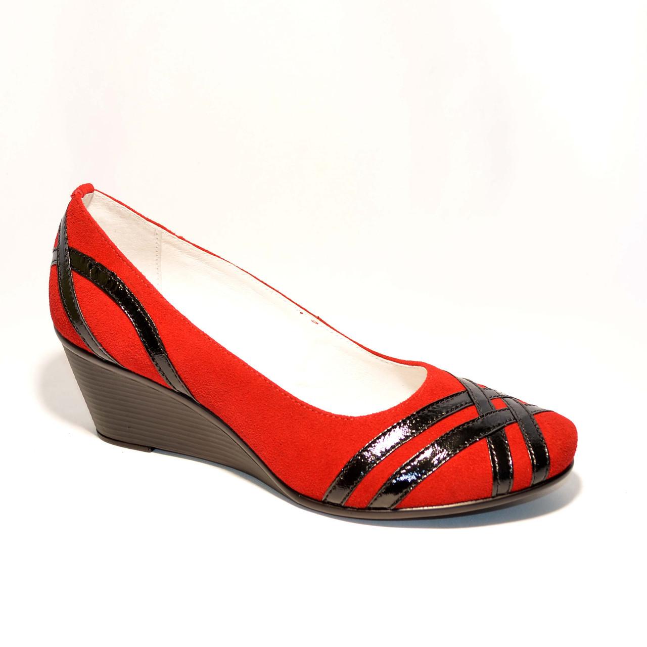 """Женские замшевые красные туфли на танкетке с плетением из лаковой кожи. ТМ """"Maestro"""""""