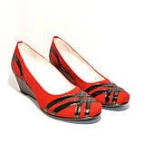 """Женские замшевые красные туфли на танкетке с плетением из лаковой кожи. ТМ """"Maestro"""", фото 2"""