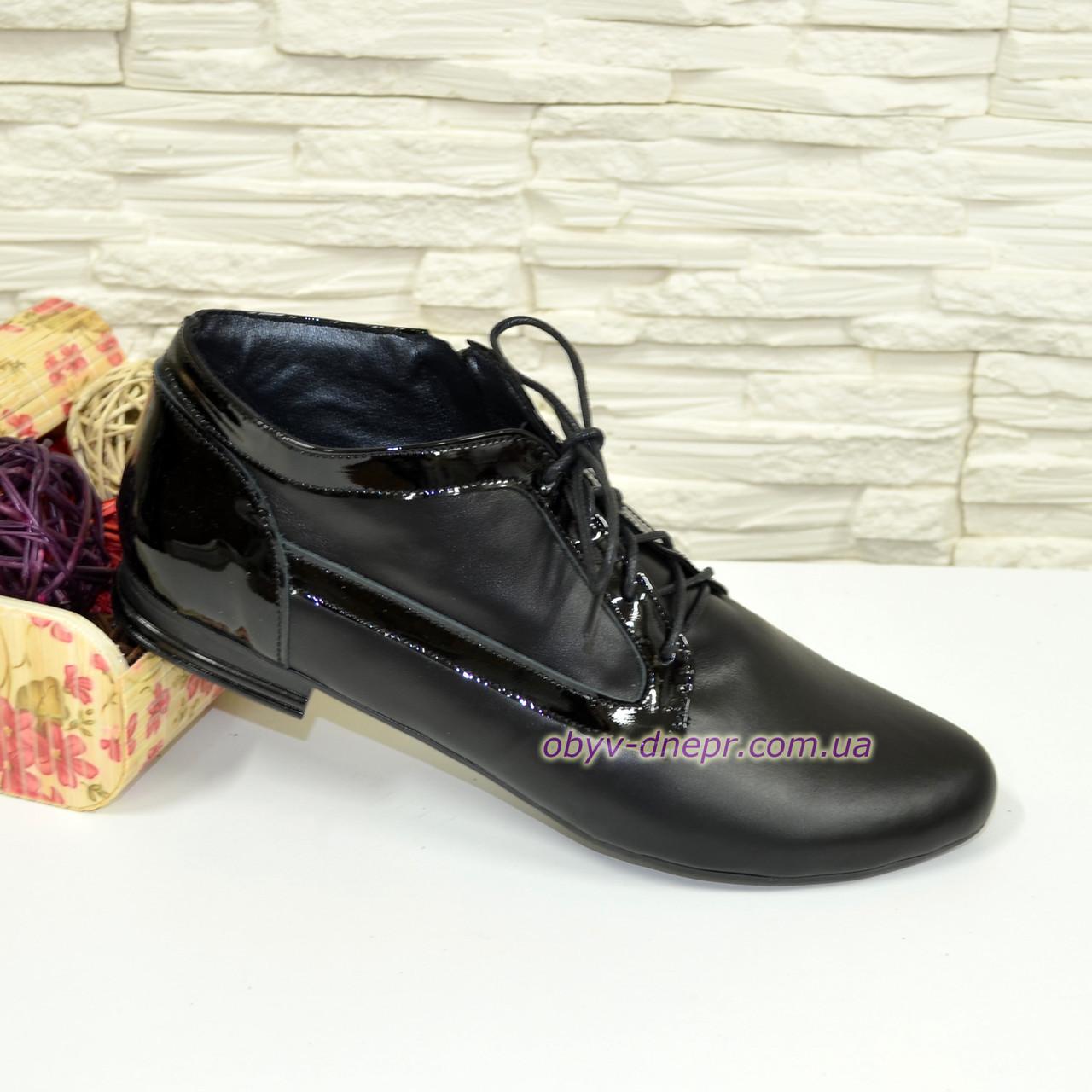 Туфли женские закрытые кожаные на шнуровке с вставками из лаковой кожи